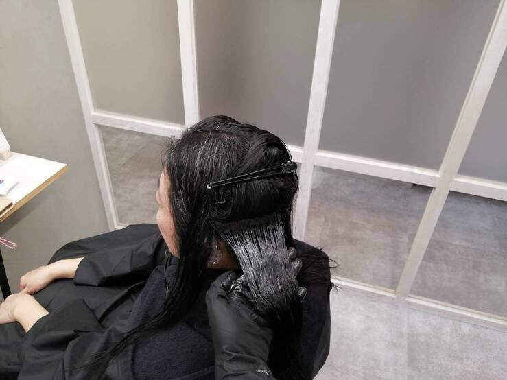 縮毛矯正1剤塗布